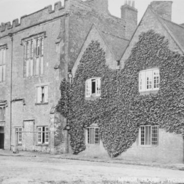 Postcard of Manor House, Wormleighton [post mark 1908]. | Warwickshire County Record Office reference PH 400/7b