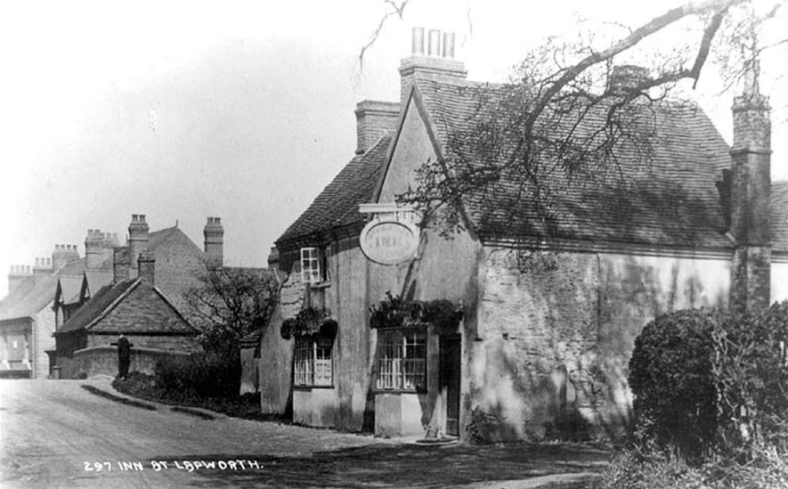 View of the Navigation Inn on the side of the canal  taken from the Old Warwick Road, Lapworth.  1910s |  IMAGE LOCATION: (Warwickshire County Record Office)