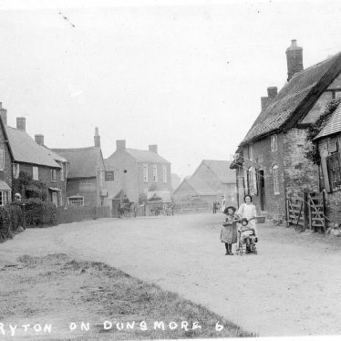 Ryton on Dunsmore.  Cottages in High Street