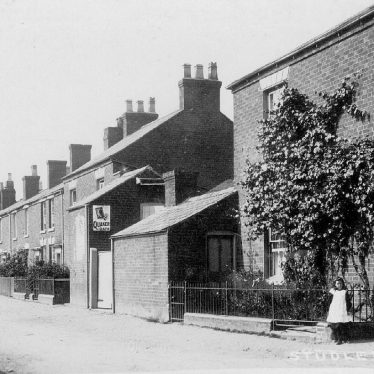 Studley.  Bricklayers Arms and houses