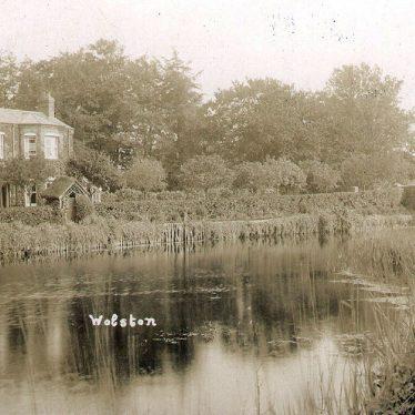 Wolston.  River Avon and bridge