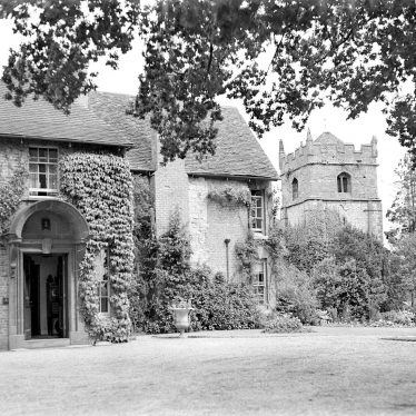 Frankton.  St Nicholas Church and Manor House