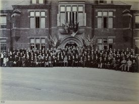 Visit by the American Mechanical Engineer's Society to Willans & Robinsons' Victoria Works, Rugby c1900.   Warwickshire County Record Office reference CR 4031, photo album No. 4. Used with kind permission of Alstom Ltd.