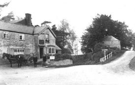 The Three Horseshoes, Princethorpe, 1905. Horse, cart & figures outside the pub | Reproduced with the kind permission of Warwickshire Libraries and Information Service; Warwickshire County Record Office reference  PH 350/2281, Locke and England