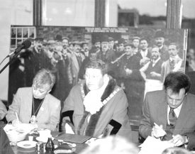 Mayor and others at Wroth Silver breakfast with picture behind of an earlier group outside the old Dun Cow Inn (Stretton on Dunsmore) with long clay pipes   Image supplied by Roger Clemons