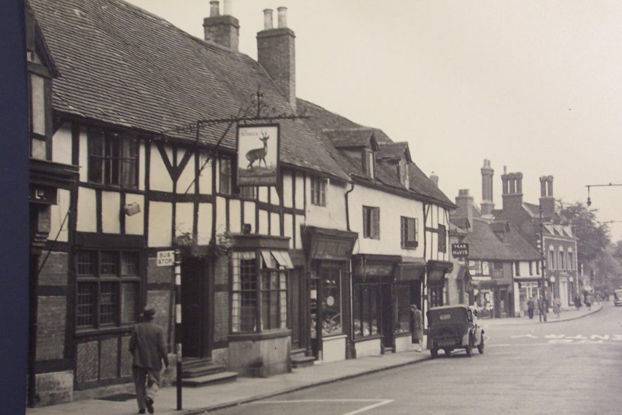 Photograph of The Roebuck Public House, Smith Street, Warwick, 1949.   Warwickshire County Record Office reference PH 1260/1. Photographer Walter Andrews.