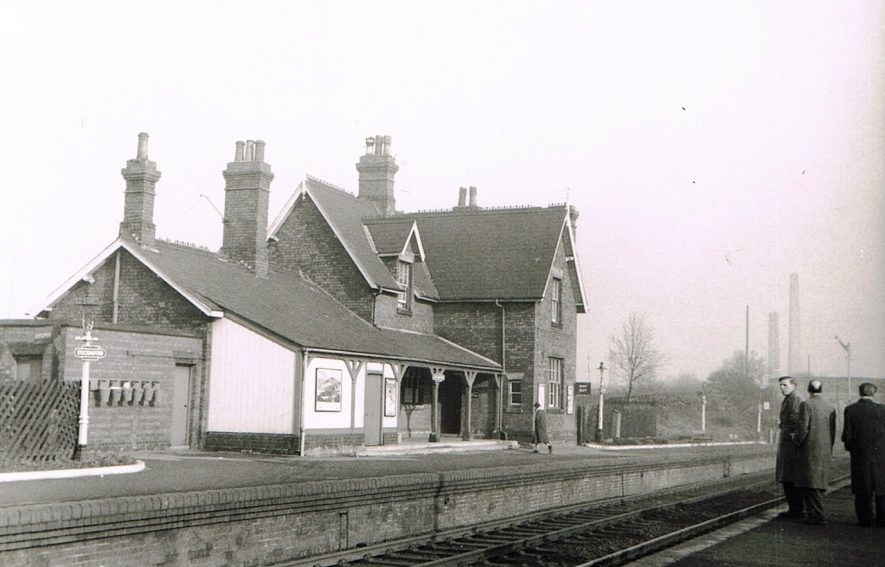Stockingford Station. Looking towards Nuneaton. The chimneys of Haunchwood Brick & Tile Co. Ltd. Nr. 1 works are in the background. | Photograph courtesy of Maurice Billington