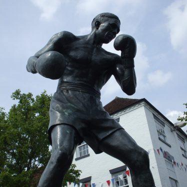 Statue of Randolph Turpin in Market Square, Warwick.   Photo by Benjamin Earl.