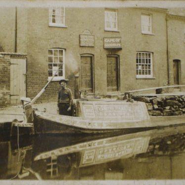 The Cape of Good Hope, c.1900, barge outside. | Warwickshire County Record Office reference CR2902/81.