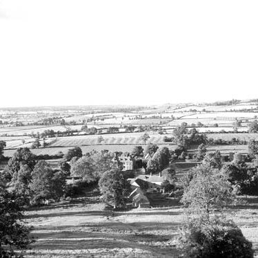 The view from Edge Hill looking down on Arlescote. 1954. Many elms on the horizon. | Warwickshire County Record Office reference PH(N) 600/514/1