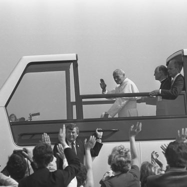 The Pope waves to his audience. | Warwickshire County Record Office reference PH(N) 600/1982/4678-4680