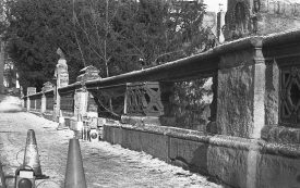 The Willes Road Bridge, eagle in place, 1984. | Warwickshire County Record Office reference PH(N)600/1984DP46/677.