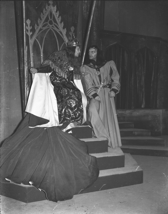 Production of Richard III at the Memorial Theatre, Stratford upon Avon, 27th March 1953. Marius Goring as Richard and Harry Andrews as Buckingham. | Warwickshire County Record Office reference PH(N)600/1953/1/1