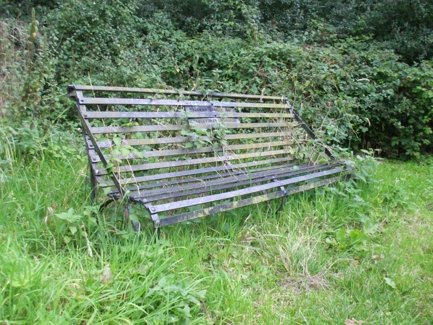 Bench donated by Lady Dugdale to commemorate Queen Victoria's Diamond Jubilee in 1897. | Photo by Benjamin Earl.