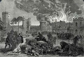 The print depicts a scene during the fire at Warwick Castle in 1871. Art treasures and furniture have been rescued and piled up in the foreground. | © Leamington Spa Art Gallery & Museum LEAMG: M577.1921.1