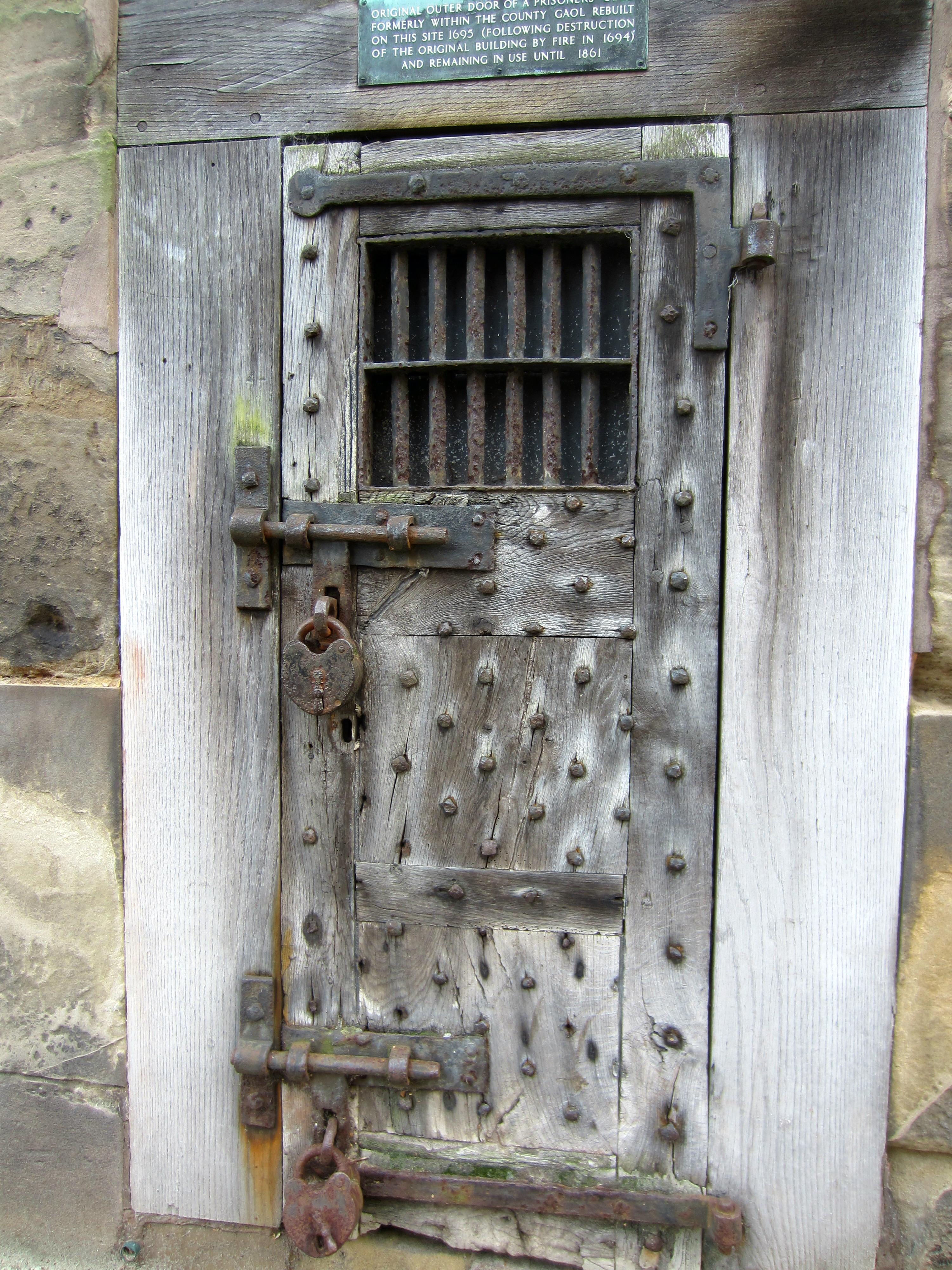 Old Metal Door : Old warwick gaols our warwickshire
