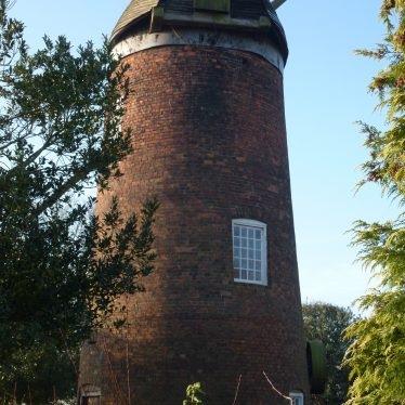 Grade II listed building Norton Lindsey Windmill, 18th century. | Photo by Ron Thorpe