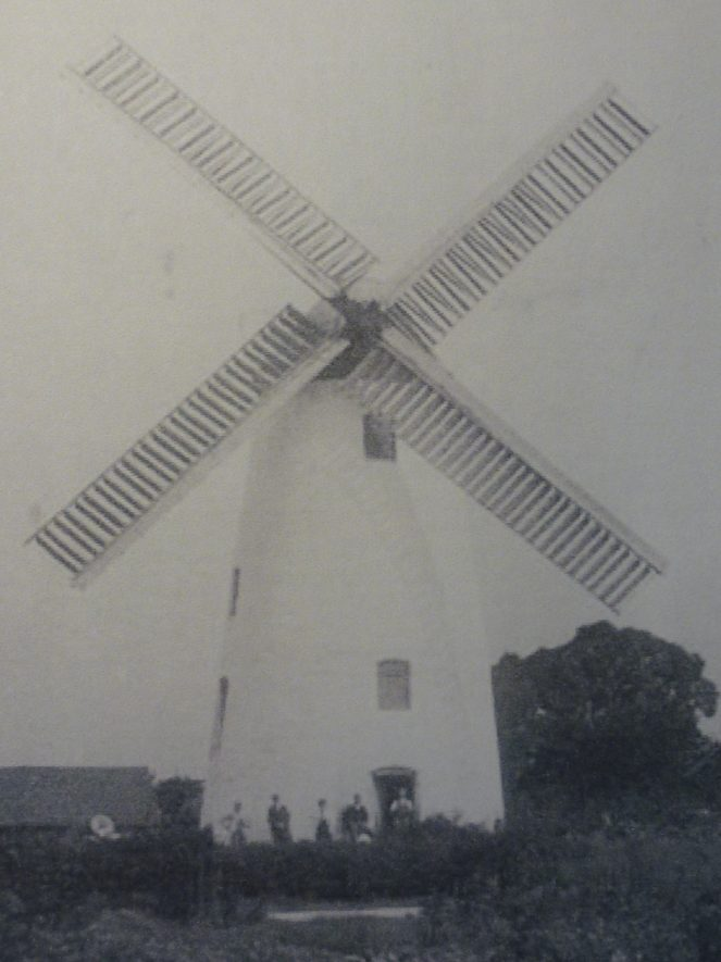 In 1900 Southam Windmill was still a working mill. | Warwickshire County Record Office reference PH(N) 600/162/2