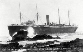 Wreck of the Suevic at the Lizard, March 17th 1907. | Reproduced by permission of https://www.cadgwith.com/suevic.htm