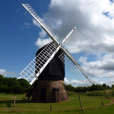 Danzey Green Windmill rescue by the Avoncroft Museum | Image courtesy of Ron Thorpe