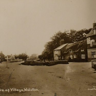 The Red Lion, c. 1914. | Warwickshire County Record Office reference PH350/2569.