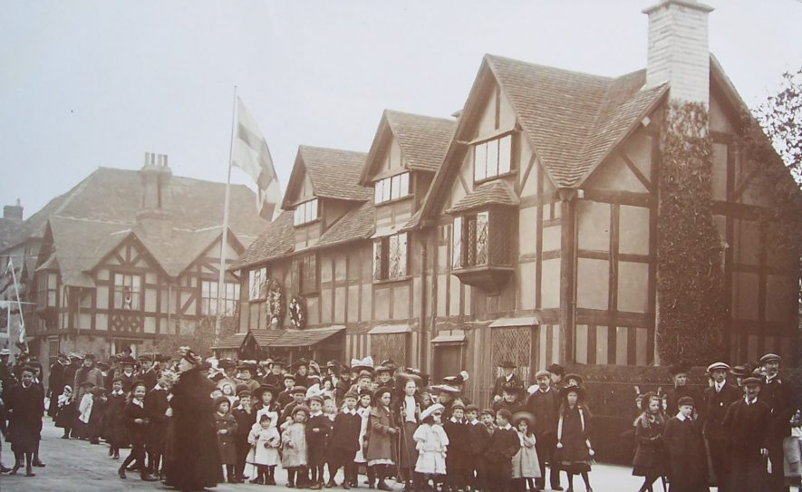 Crowds outside Shakespeare's birthplace. | Warwickshire County Record Office reference PH352/172/211