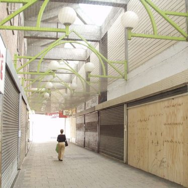 Queens Arcade showing all shops vacated, ready for demolition to make way for Ropewalk Shopping Centre. | Image courtesy of John Wells / Nuneaton Memories