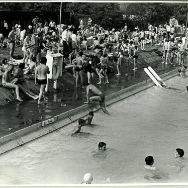 Rugby. Avon Mill Swimming Pool