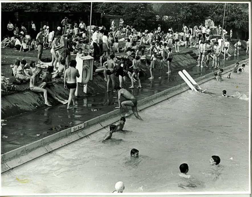 Avon Mill Swimming Pool, 20 June 1969. | Reproduced by permission of the Rugby Advertiser.