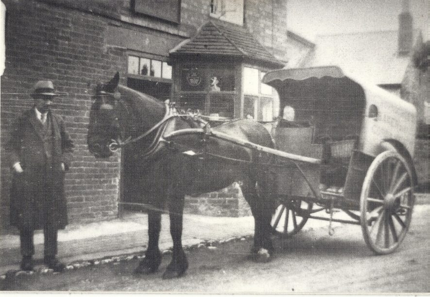 Thornicroft's Bakers cart, c. 1940s | Image courtesy of Harbury Heritage group