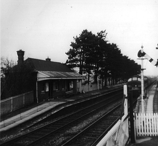 Milcote Station (near Luddington) in 1966 | © Copyright Kevin Flynn and licensed for reuse under  the Creative Commons  Attribution-ShareAlike 2.0 Generic license. Originally uploaded to www.geograph.org.uk