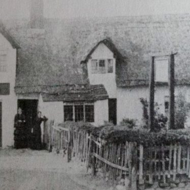 The Old Red Lion, Bridge Street, Polesworth. A thatched gabled building, with yard. | Image courtesy of Neville Upton