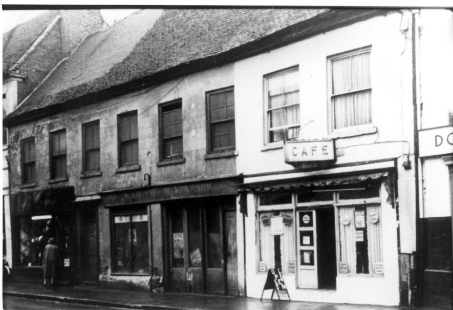 Long Street, Atherstone, 1950s. C12 on the Atherstone House History project. | Image courtesy of The Friends of Atherstone Heritage, Marion Alexander.