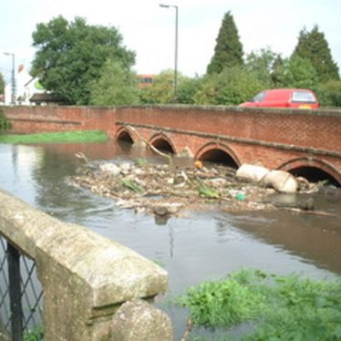 Coleshill bridge, during flooding. | Image courtesy of Mike Walpole
