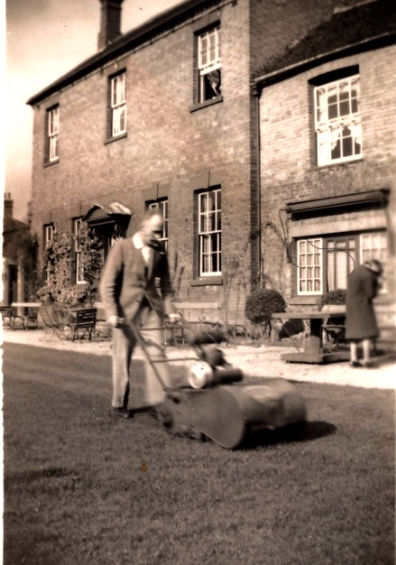 The Old Bowling Green Hotel. Rear view of the bowling green, c.1953   Image courtesy of Susan Dyke