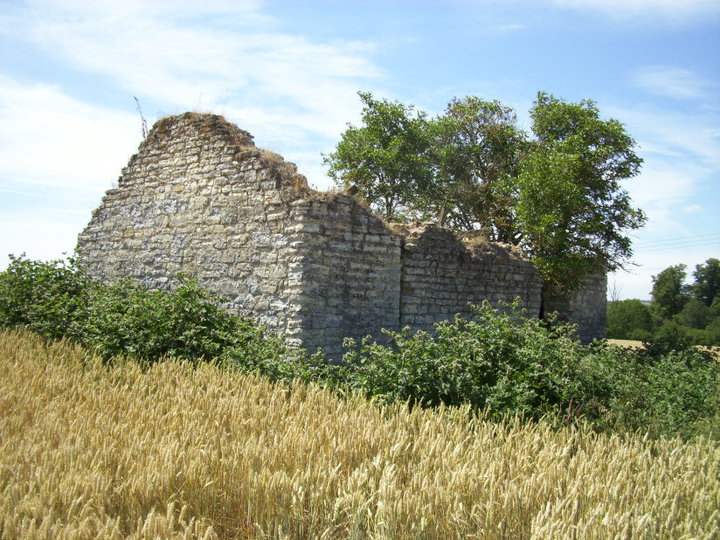 Photo of old medieval chapel near Southam   Image courtesy of Gary Stocker July 2010.