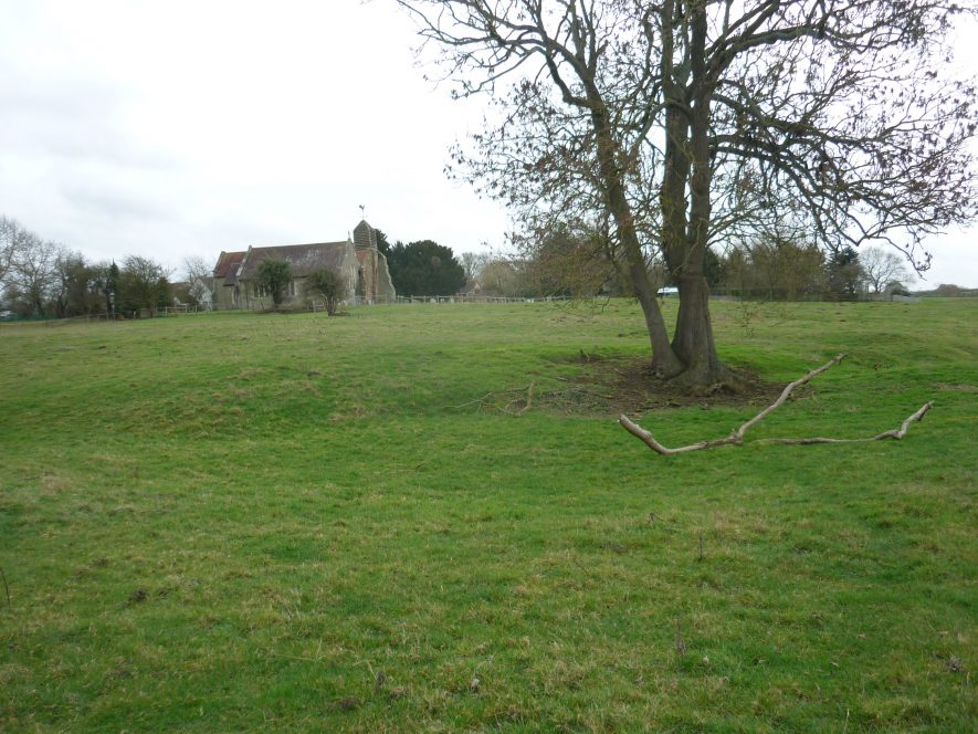 The field behind the church at Hunningham shows many irregularities and what may be housing platforms. | Image courtesy of William Arnold