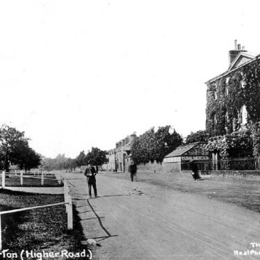 Large house and market cross, in Higher Street, Hillmorton. The large house was called 'The Croft' and was demolished about 30 years ago. 1910s. | Warwickshire County Record Office reference PH350/959