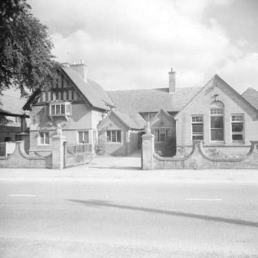Front exterior of Ellen Badger cottage hospital, Shipston on Stour, 1956. | Warwickshire County Record Office reference PH 600/721/107