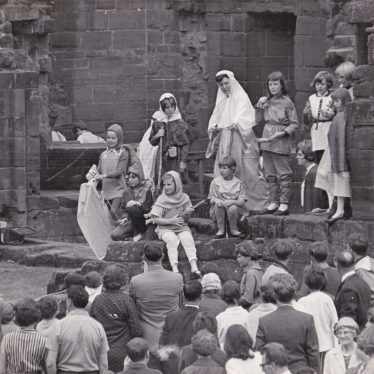 Kenilworth Siege 700th Anniversary - June Sanday as Narrator - children in full costume among the ruined walls with audience in front | Courtesy of Kenilworth Weekly News