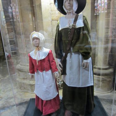 Woman and child in 17th century costume with aprons and long skirts | Image courtesy of Anne Langley