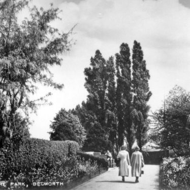 Photograph of the Miners Welfare Park, Bedworth, 1930s | Warwickshire County Record Office, PH649/12 (original at Bedworth Library)
