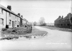 View of houses in Bishops Itchington | Photographer Victor W Long. Warwickshire County Record Office, Victor W Long/ John F Hughes Collection, reference PH(N) 888/71