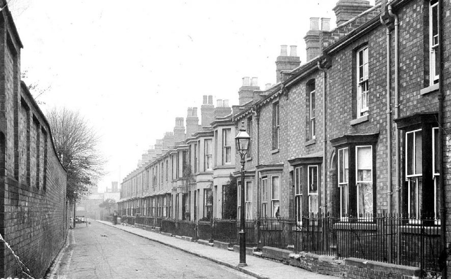 Gordon Street, Leamington Spa showing row of terraced houses.  1900s |  IMAGE LOCATION: (Warwickshire County Record Office)