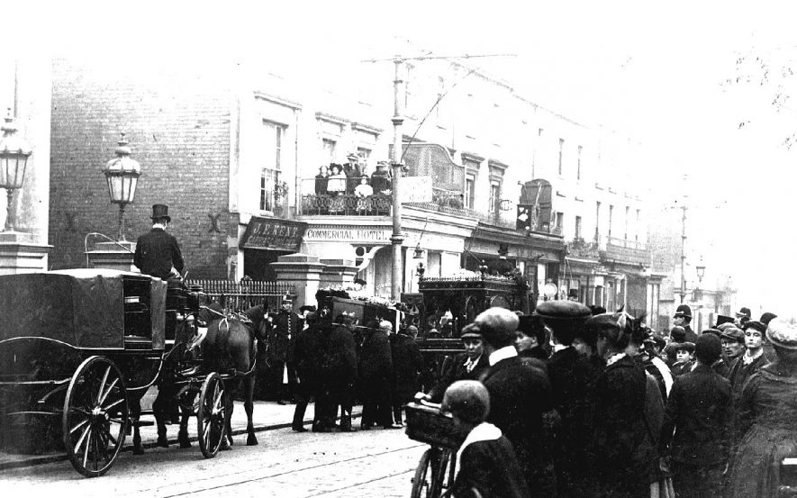 Funeral procession outside Congregational Church with hearse, coffin, undertakers, horse & carriage and onlookers, two with bicycles, Spencer Street, Leamington Spa.  1900s |  IMAGE LOCATION: (Warwickshire County Record Office)