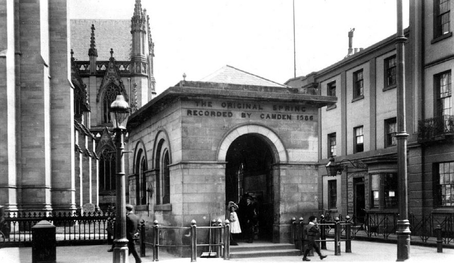 The original well house in front of the Parish Church, Leamington Spa.  1900s |  IMAGE LOCATION: (Warwickshire County Record Office)