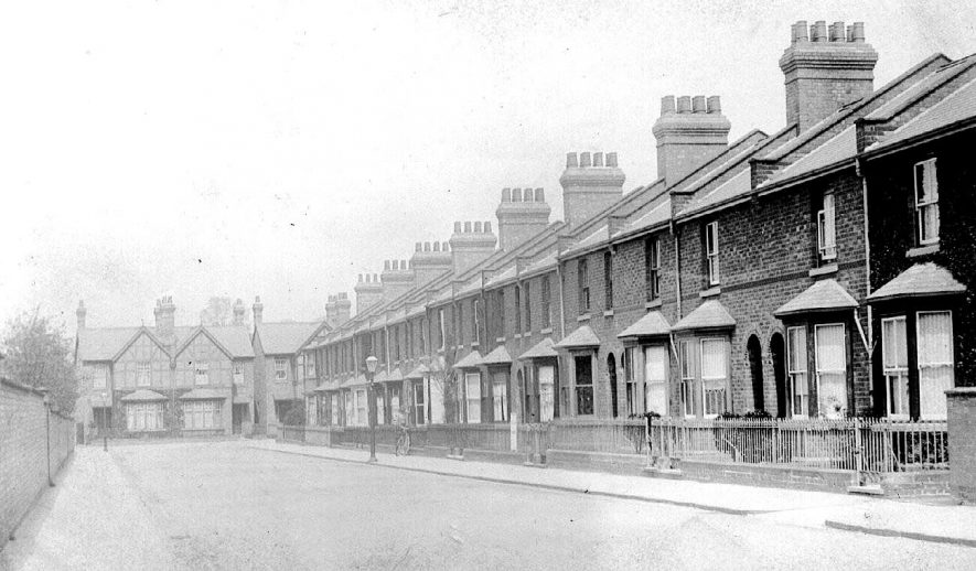 Row of terraced houses in Waller Street.  1900s |  IMAGE LOCATION: (Warwickshire County Record Office)