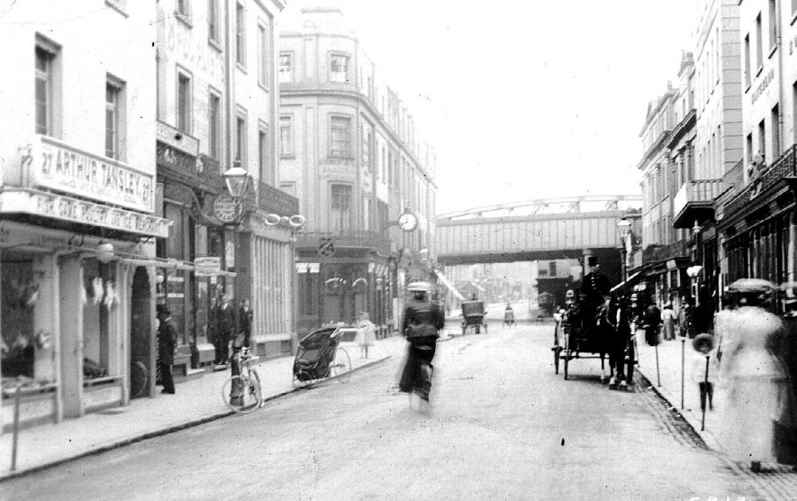 Bath Street with many forms of transport. Railway bridge at end of street.  1910s |  IMAGE LOCATION: (Warwickshire County Record Office)