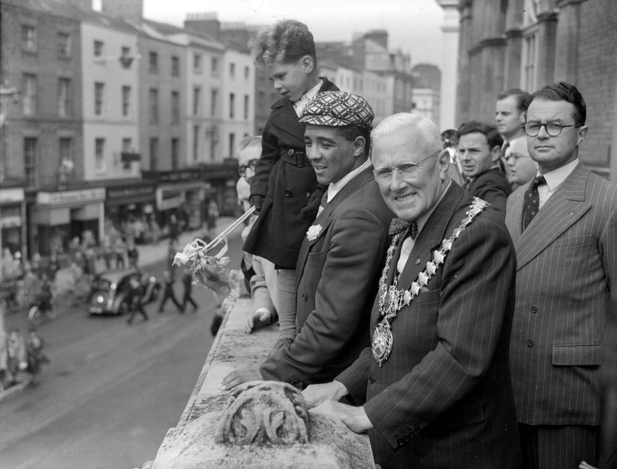 Randolph Turpin and the Mayor on the Town Hall balcony, Leamington Spa.  1951 |  IMAGE LOCATION: (Warwickshire County Record Office) PEOPLE IN PHOTO: Turpin, Randolph, Turpin as a surname, Davidson, Ald O R, Davidson as a surname