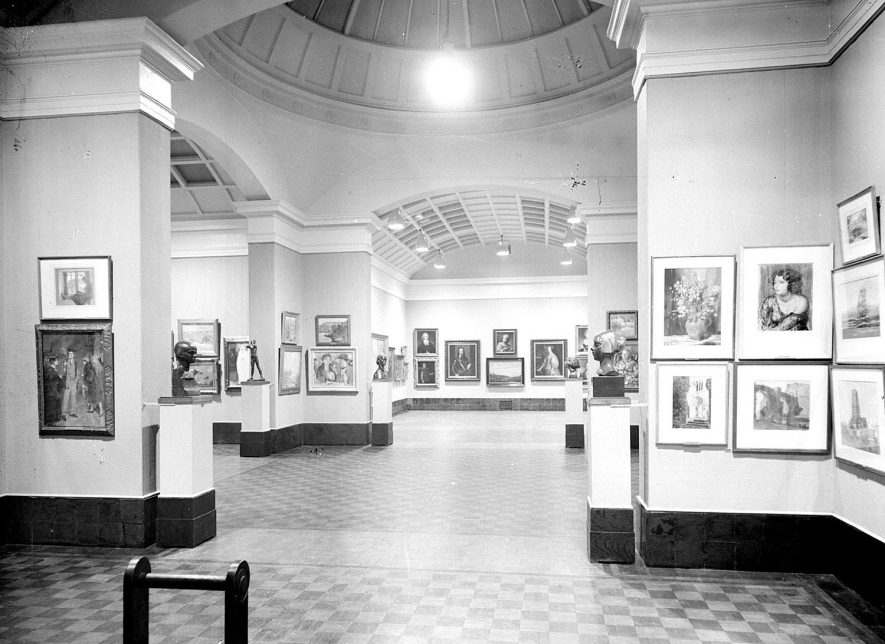 Interior of Leamington Spa Art Gallery.  1957 |  IMAGE LOCATION: (Warwickshire County Record Office)